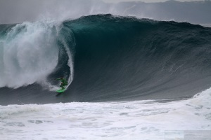 Classic waves day at Praia do Norte