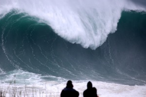 Biggest waves of November 2015 at Nazaré