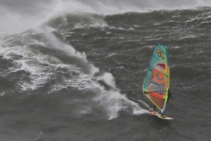 Jason Polakow debut windsurf in Nazaré - 2 Feb