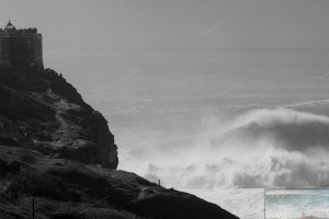 The weekend swell arrived at Nazaré