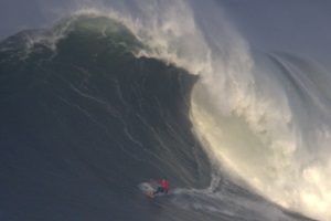 Nazaré Canyon brings big swell again