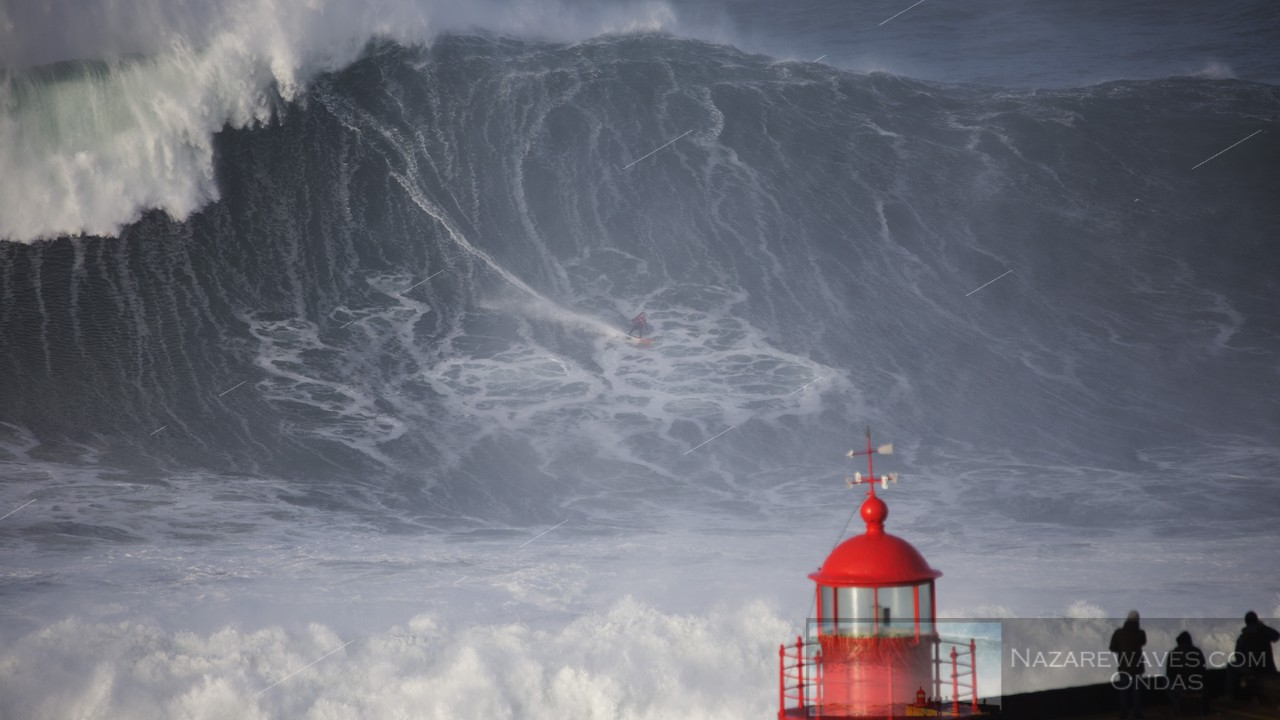 Nazaré enters the new year with giant waves - NEWS ...